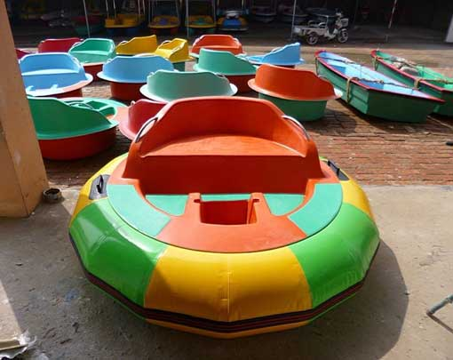 Motorized Bumper Boats for Swimming Pool