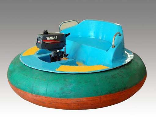 Battery powered bumper boats for pool